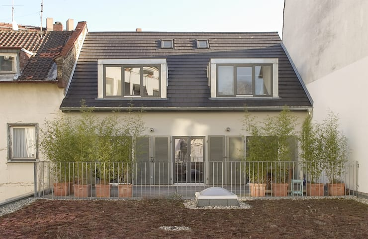 Balcony, veranda & terrace by THOMAS GRÜNINGER ARCHITEKTEN BDA