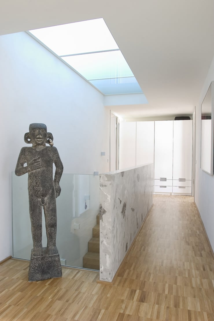 Staircase, Corridor and Hallway by THOMAS GRÜNINGER ARCHITEKTEN BDA