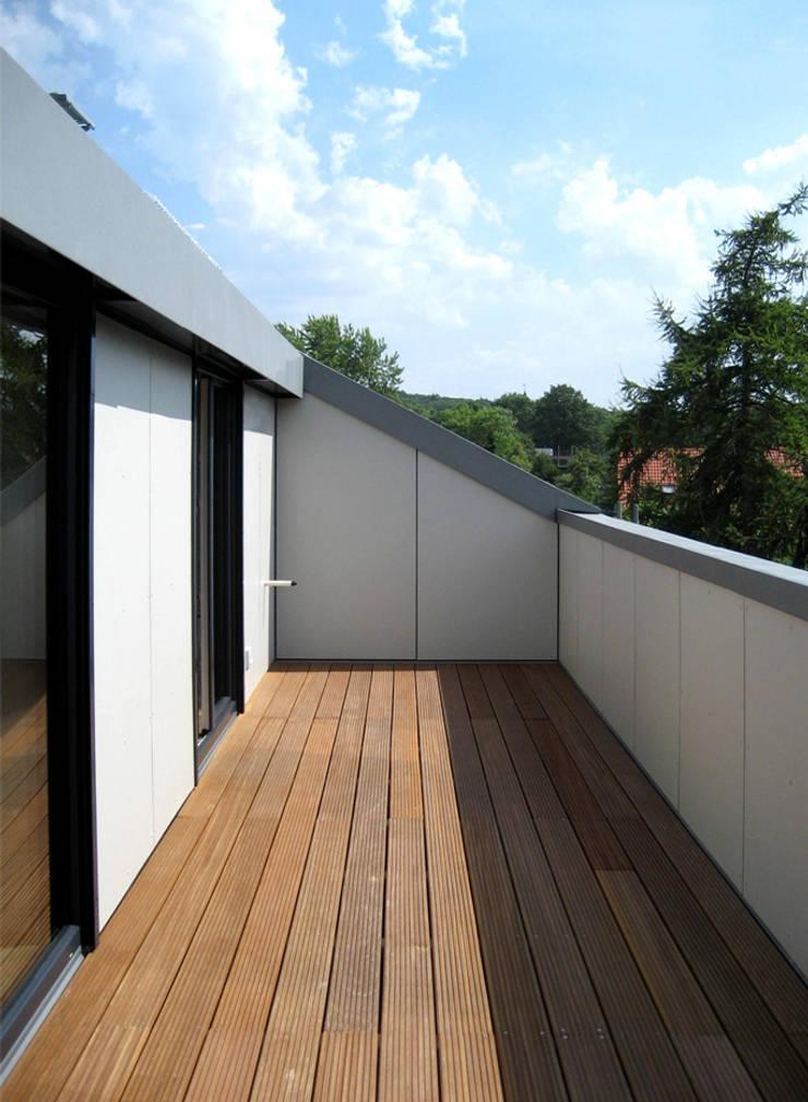 Wohnhaus LU87:  Terrasse von THOMAS GRÜNINGER ARCHITEKTEN BDA,