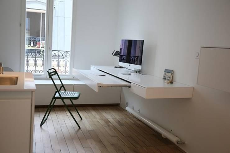 Bureau / Chambre d'ami / salon TV: Maisons de style  par Galaktik