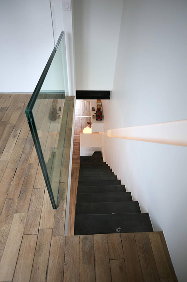 Garde corps en verre, escalier en métal oxydé: Maisons de style  par Galaktik