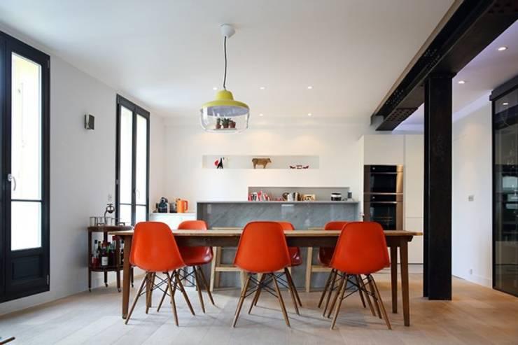 Espace salle à manger cuisine: Maisons de style  par Galaktik
