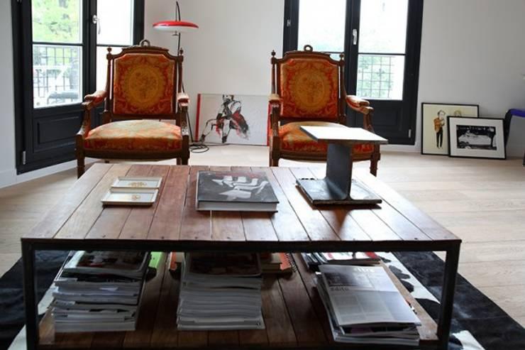 Mobilier salon: Maisons de style  par Galaktik