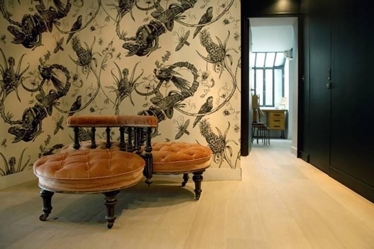 Mobilier design: Maisons de style  par Galaktik