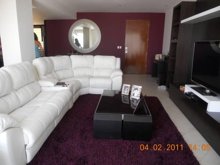 Sala con doble función.: Salas de estilo  por INTERIORISMO MG