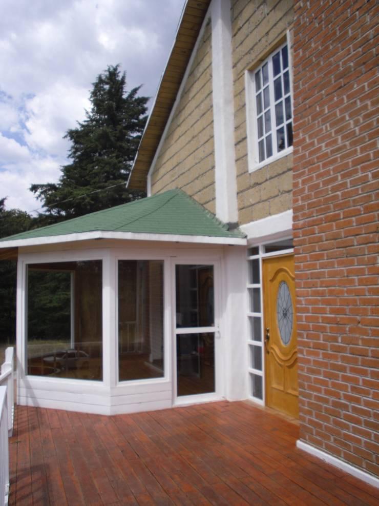 Solar Y Porche: Casas de estilo  por JRK Diseño - Studio Arquitectura