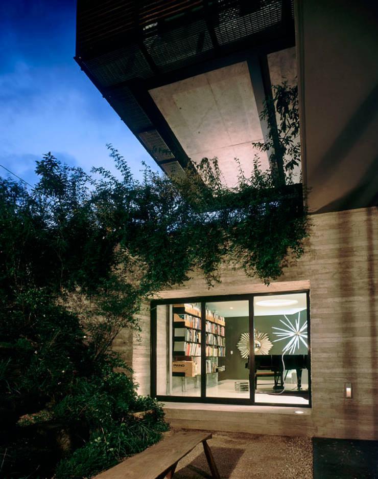 Casa PN: Casas de estilo  por ZD+A