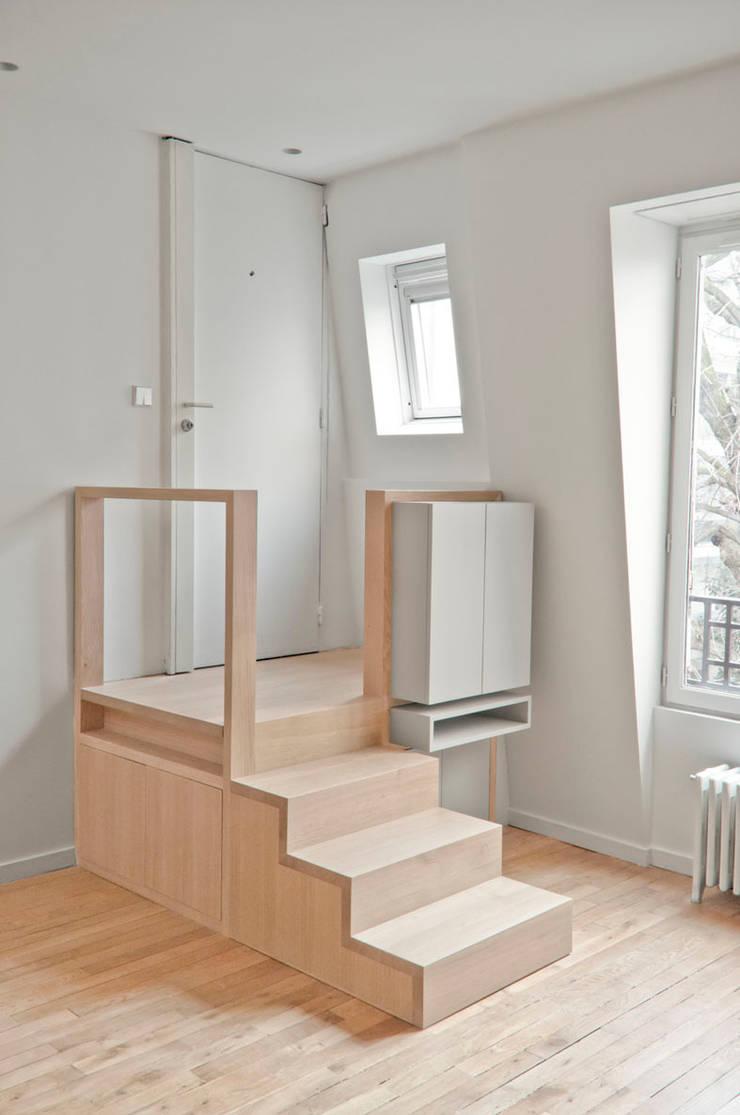 Avenue de Wagram: Couloir et hall d'entrée de style  par Atelier Sylvie Cahen