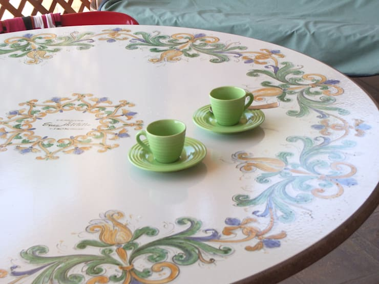 Maioliche e piastrelle dipinte a mano in sicilia - Tavolo in pietra giardino ...