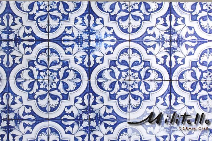 decoro '700 - colleggio: Pareti & Pavimenti in stile  di  Ceramiche Militello