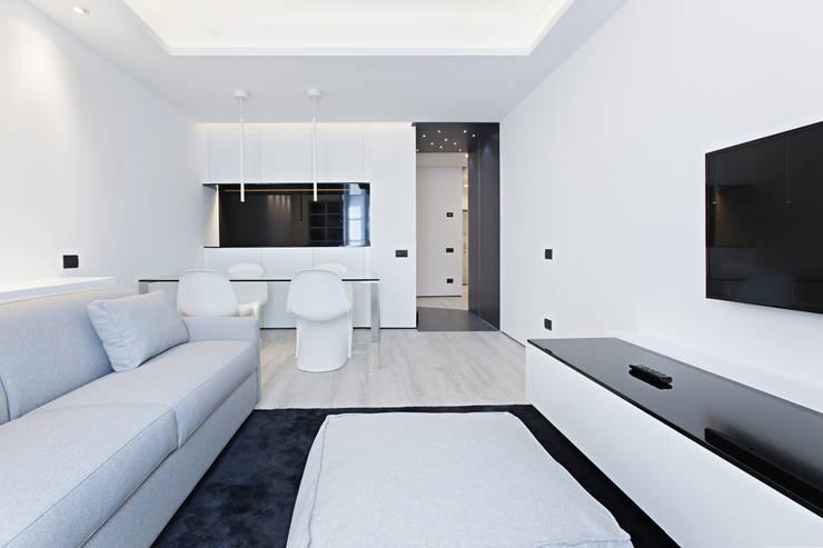 #1 Dream Apartment #Milano: Soggiorno in stile  di Arch. Andrea Pella