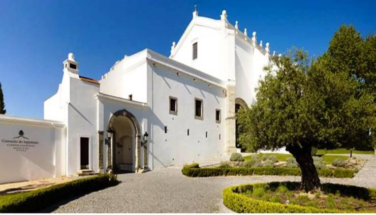 "<q class=""-first"">Paraíso terrenal, una verdadera obra de arte</q>: Hogar de estilo  de Estudio Sergio Castro arquitectura"