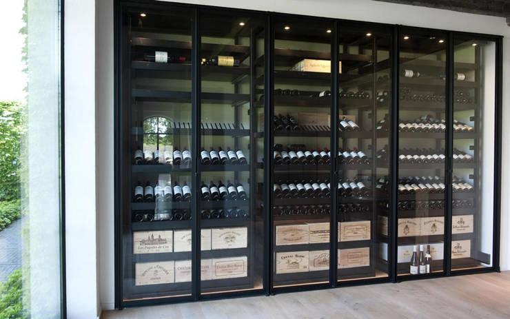 Armoire à vin métallique - Bruges: Cave à vin de style  par Degré 12