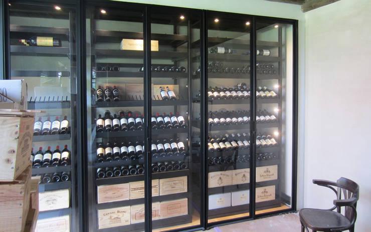 Armoire à vin métallique – Bruges: Cave à vin de style  par Degré 12