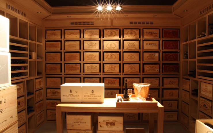 Cave à vin sur mesure en chêne – Knokke: Cave à vin de style  par Degré 12