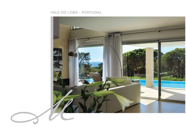 Holiday House in Vale do Lobo:   por Maria Raposo Interior Design