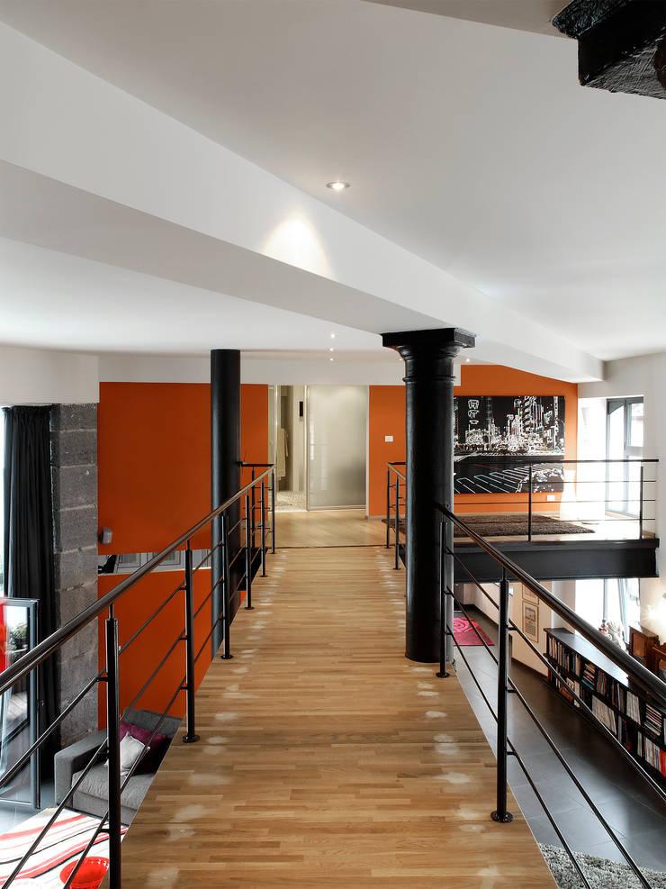 Résidence Ancien Refuge de l'Abbaye de Bonne Espérance: Maisons de style  par URBAN NATION & GICART- RENAUD, ARCHITECTES
