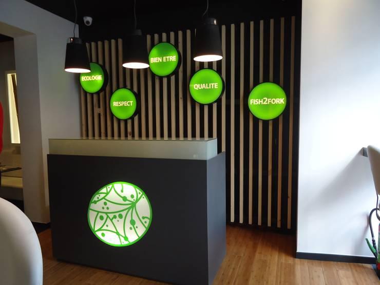 Aménagement restaurant COTE SUSHI: Locaux commerciaux & Magasins de style  par ma-interieur