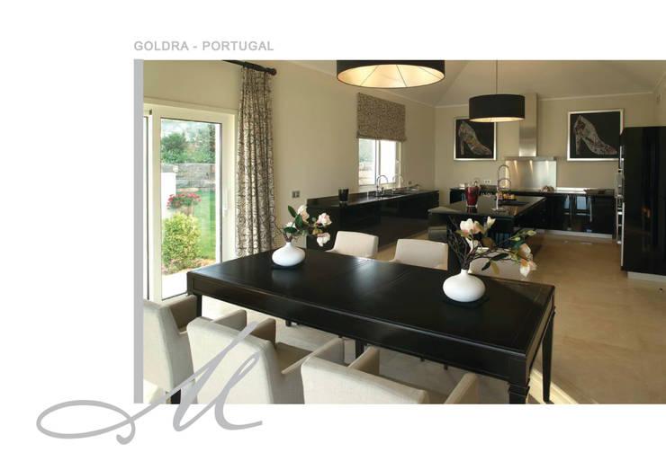 House in Goldra:   por Maria Raposo Interior Design