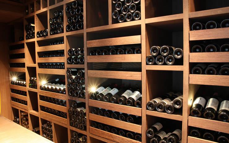 Cave à vin sur mesure en wengé – Luxembourg: Cave à vin de style  par Degré 12