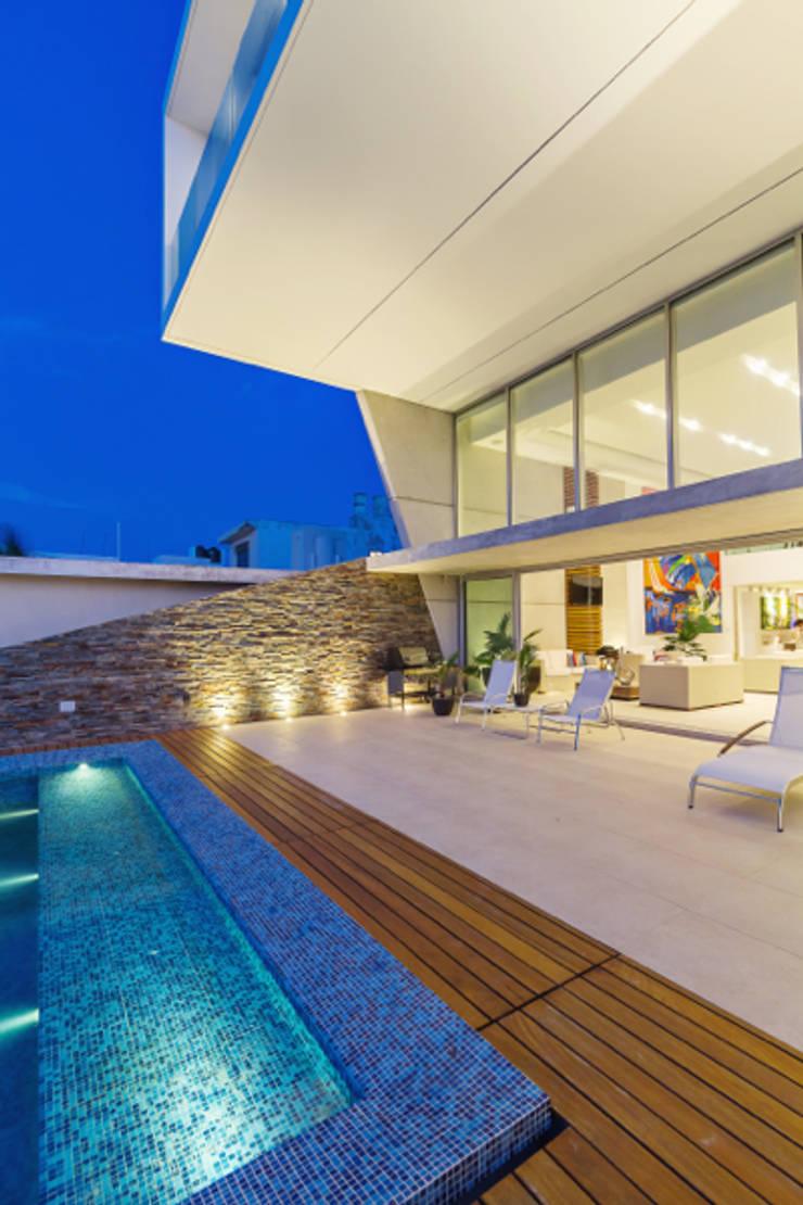 Casa JLM: Albercas de estilo  por Enrique Cabrera Arquitecto