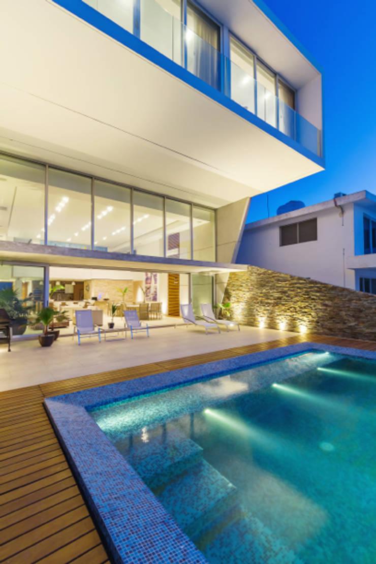 Casa JLM: Casas de estilo  por Enrique Cabrera Arquitecto