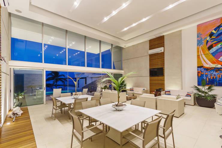 Casa JLM: Comedores de estilo  por Enrique Cabrera Arquitecto