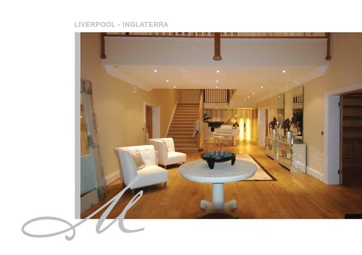 House in Liverpool:   por Maria Raposo Interior Design