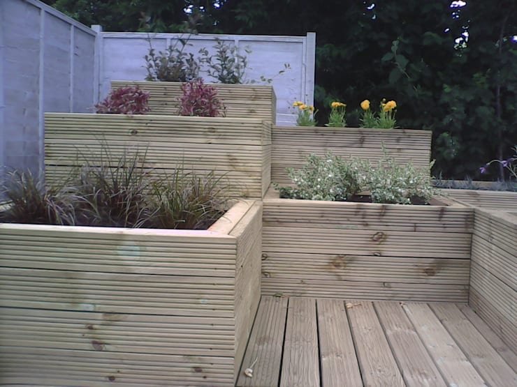 raised timber planters:  Garden  by SD GARDEN DESIGNS