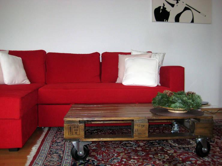 Décoration d'un appartement à Freiburg, Allemagne: Maisons de style de style Moderne par Denitsa Hristova