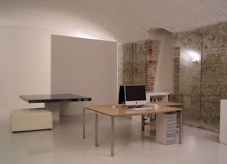 contemporary store: Studio in stile  di studiooxi