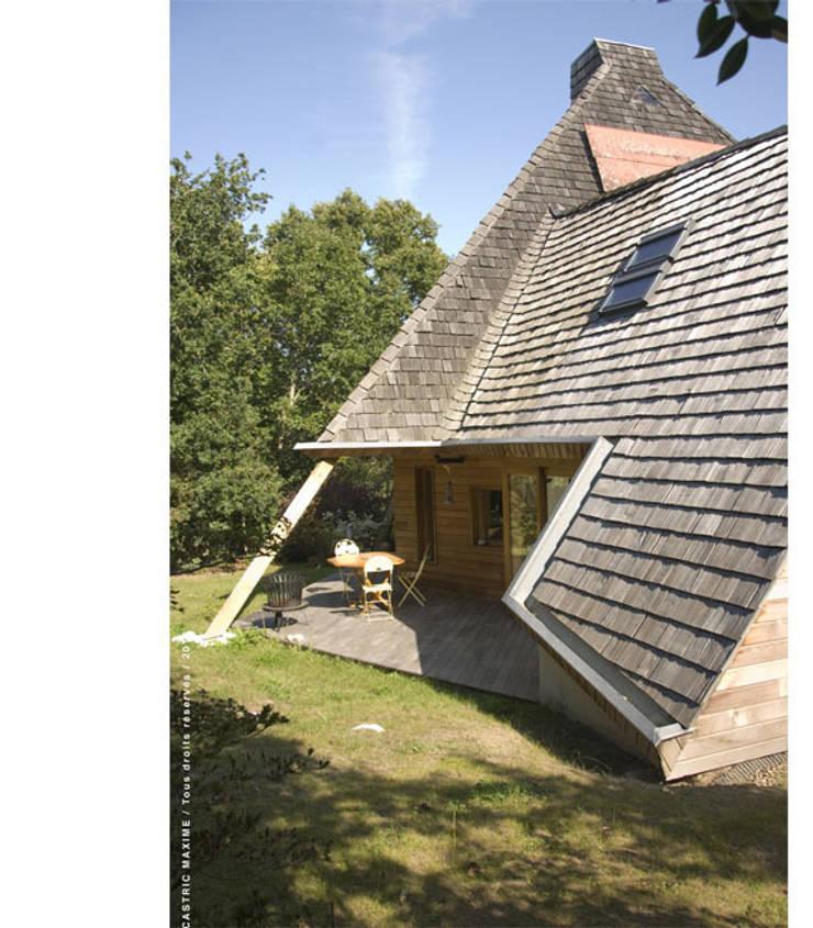 terrasse Ouest: Maisons de style  par Jean-Charles CASTRIC - architecte D.P.L.G.