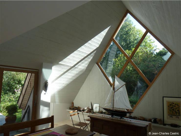 losange pignon Sud: Maisons de style  par Jean-Charles CASTRIC - architecte D.P.L.G.