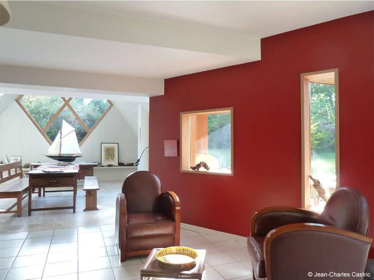liaison existant-extension: Maisons de style  par Jean-Charles CASTRIC - architecte D.P.L.G.