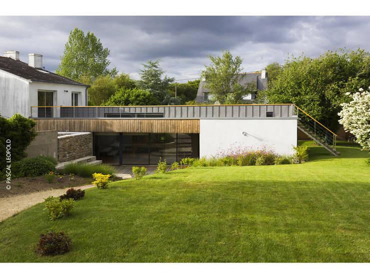vue Sud: Maisons de style  par Jean-Charles CASTRIC - architecte D.P.L.G.