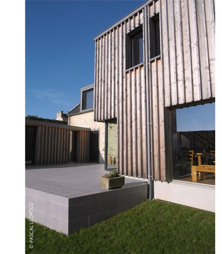 pignon Sud: Maisons de style  par Jean-Charles CASTRIC - architecte D.P.L.G.