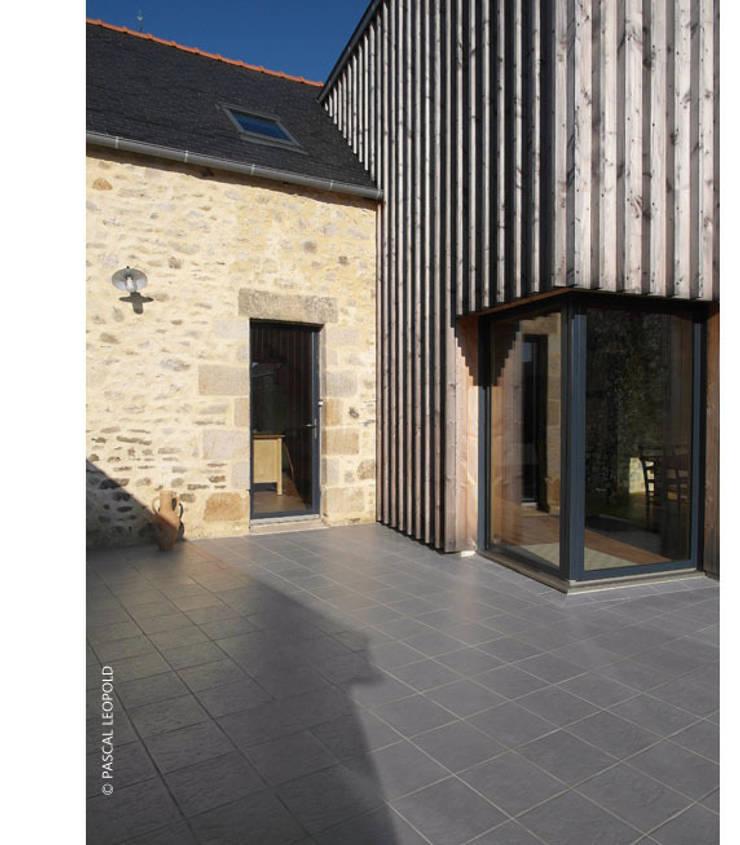 entrée Sud: Maisons de style  par Jean-Charles CASTRIC - architecte D.P.L.G.