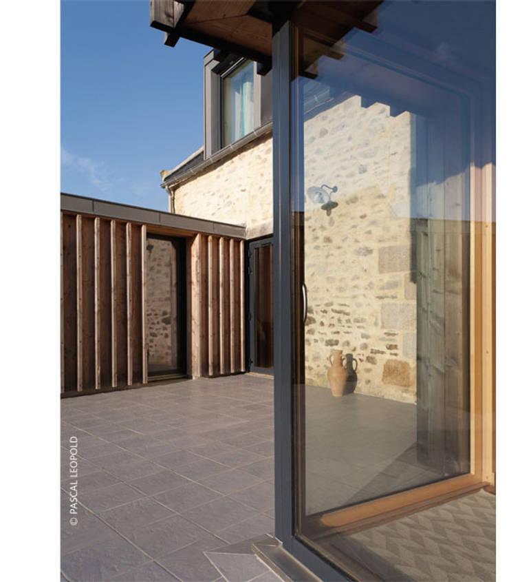 terrasse Sud: Maisons de style  par Jean-Charles CASTRIC - architecte D.P.L.G.