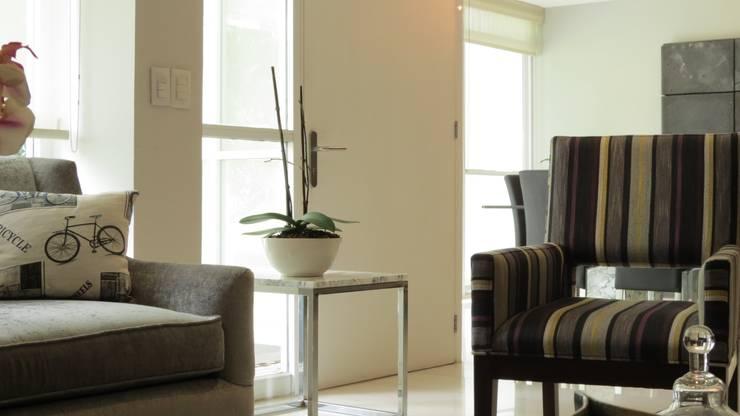 PALMAS 10: Salas de estilo  por NIVEL TRES ARQUITECTURA