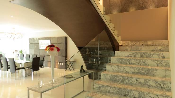 PALMAS 06: Pasillos y recibidores de estilo  por NIVEL TRES ARQUITECTURA