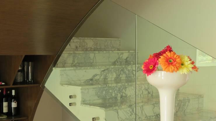 PALMAS 03: Pasillos y recibidores de estilo  por NIVEL TRES ARQUITECTURA