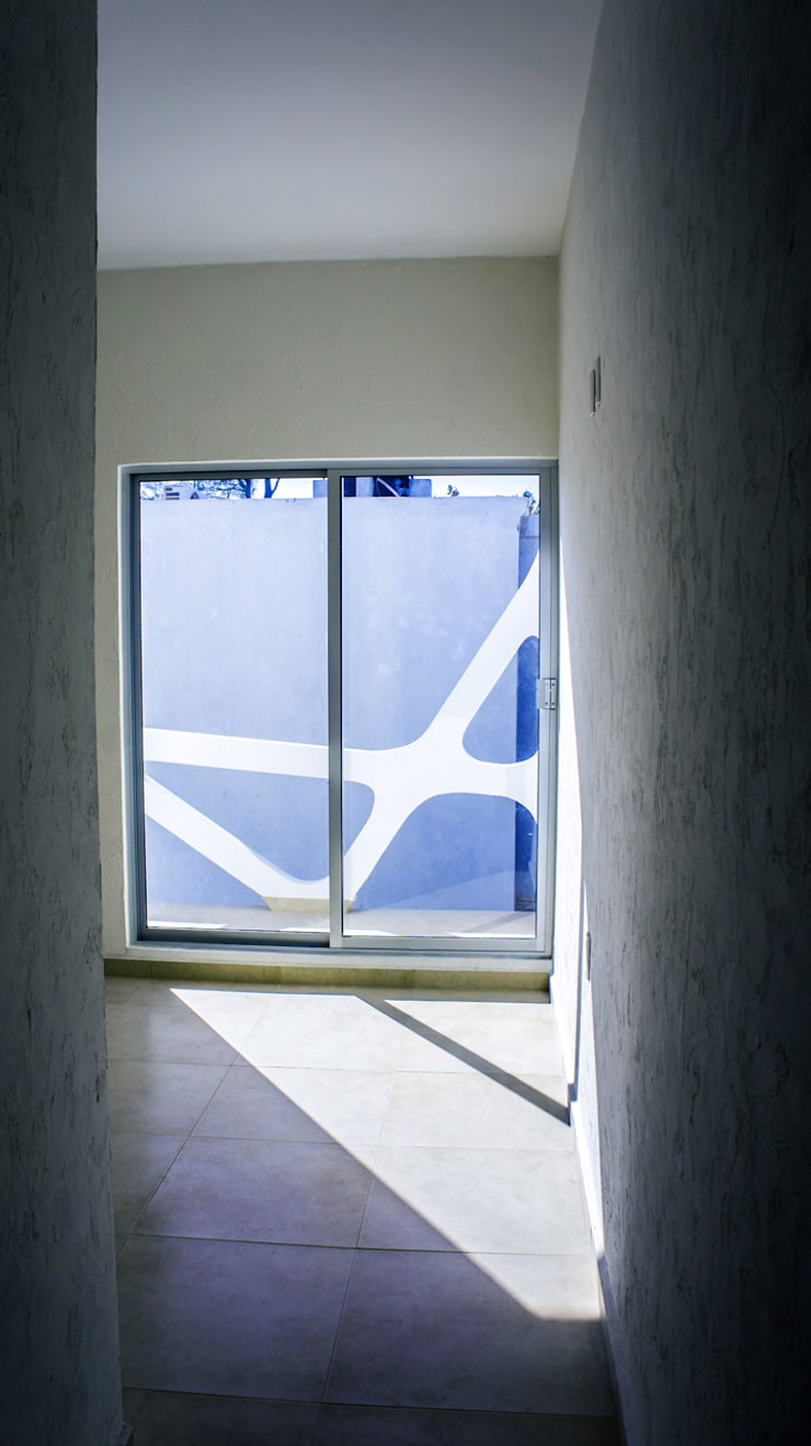 Vista interior recamara: Ventanas de estilo  por Gerardo ars arquitectura