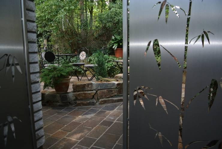 Edelstahl Design: moderner Garten von Edelstahl Atelier Crouse - Stainless Steel Atelier