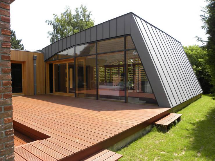 Maison G: Salon de style  par Handouche architectes