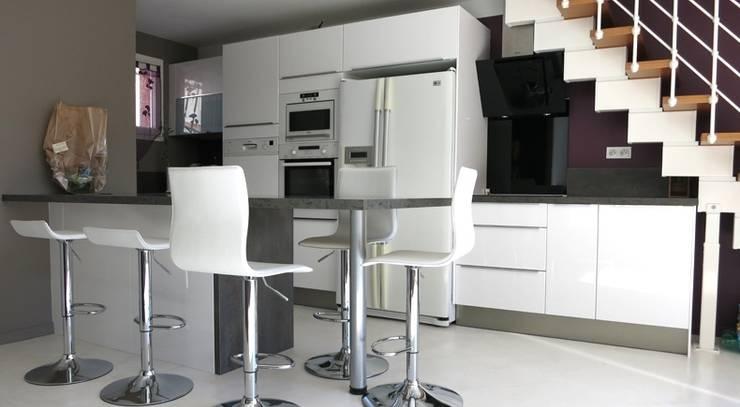 cuisine sous escalier par dkosi homify. Black Bedroom Furniture Sets. Home Design Ideas