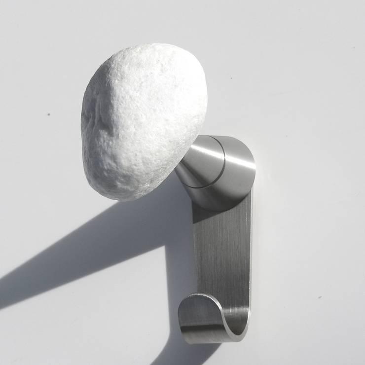 STONES Plus, appendiabiti da parete: Ingresso, Corridoio & Scale in stile  di Insilvis Divergent Thinking