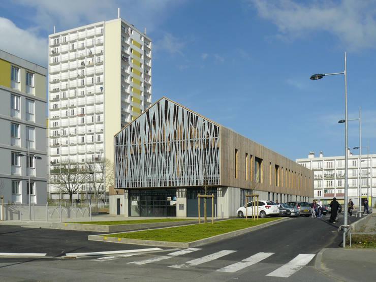 ESPACE ENFANCE – ASSOCIATIONS A BREST : Ecoles de style  par TOPOS ARCHITECTURE