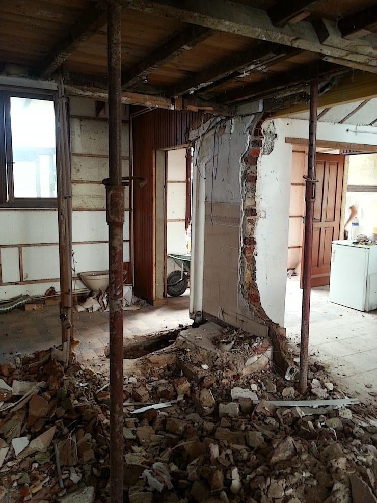 Rénovation d'une maison de ville AVANT-APRES.:  de style  par La maison et ses envies