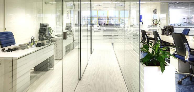 OFICINAS ANWB + ADAC BARCELONA: Oficinas y Tiendas de estilo  de estudio KAW