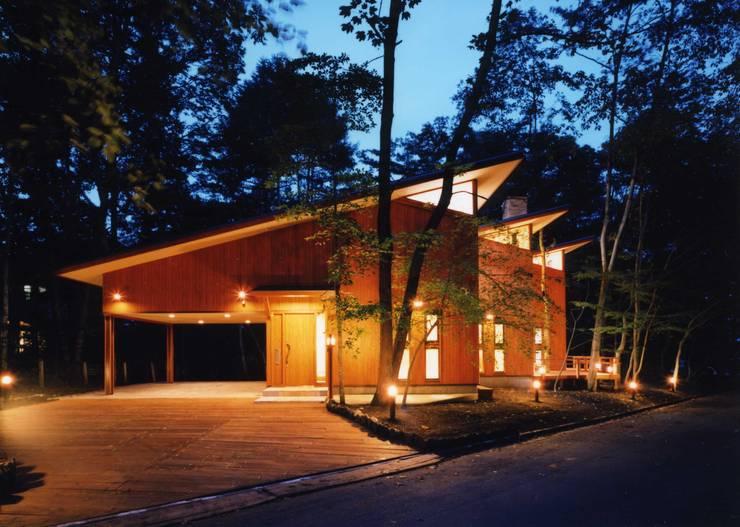 外観(夜景): PAPA COMPANY ARCHITECTURAL WORKS. /パパカンパニー1級建築士事務所が手掛けた家です。,オリジナル